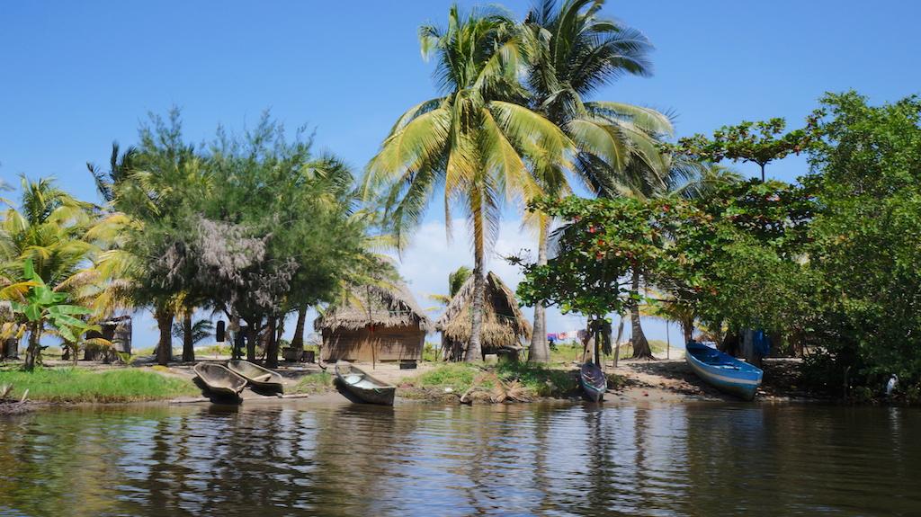 Small Garifuna community close to Tela